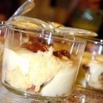 Verrine di crema alla vaniglia, panettone Loison e amarene