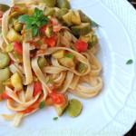 Tagliatelle fave,  zucchine pomodoro fresco al basilico greco