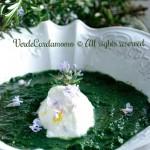 Crema di ortiche con quenelle di robiola ai fiori di rosmarino